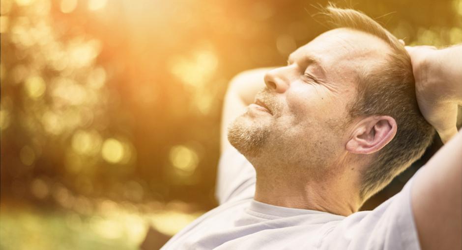 Mann entspannt - Urlaub langes Leben